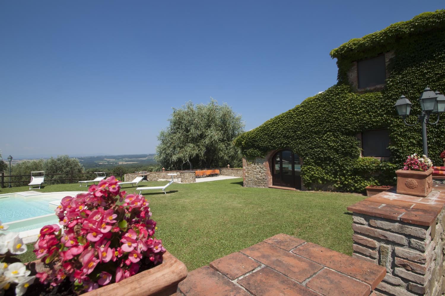 Villa exterior and pool, Casolare Toscano, Tuscany, La Turbie.