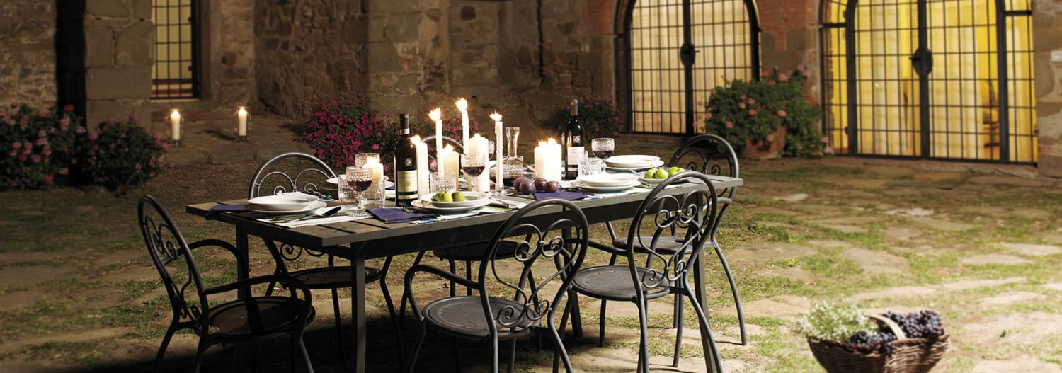 Outdoor Dining Table, Corte dell'Olio, Siena, Tuscany.