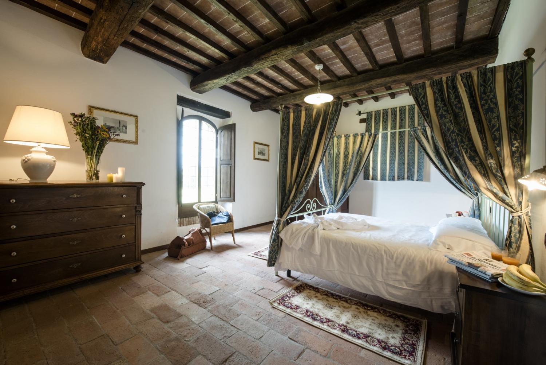 Bedroom, Corte dell'Olio, Siena, Tuscany.