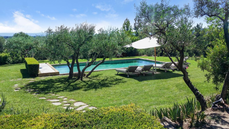 Villa Garden, Douceur Provencale, Avignon, Provence.