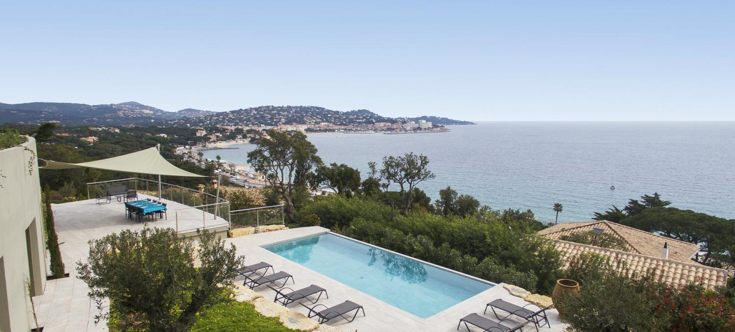 Outdoor pool with a sea view, Bale d'Argent, St Tropez Var, Ste Maxime.