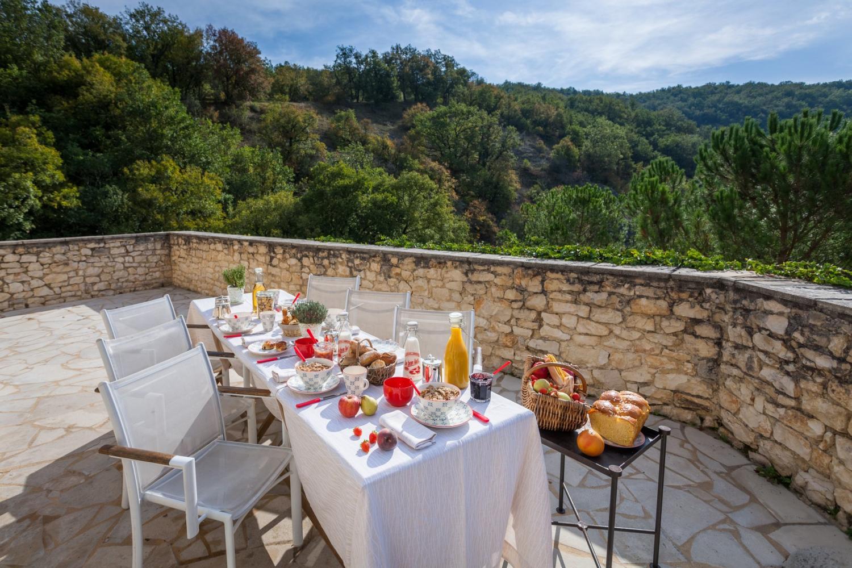 terrace dining Chateau du Bastit, Pinsac, Dordogne