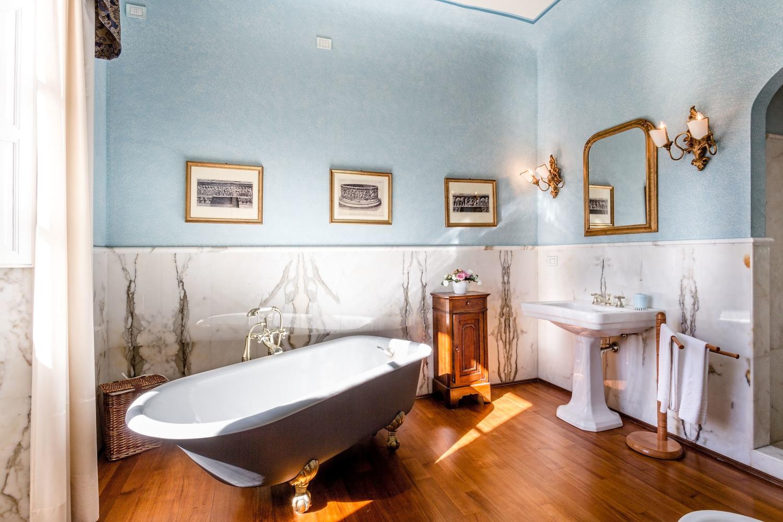 Villa Vorno Tuscany Blue Bathroom