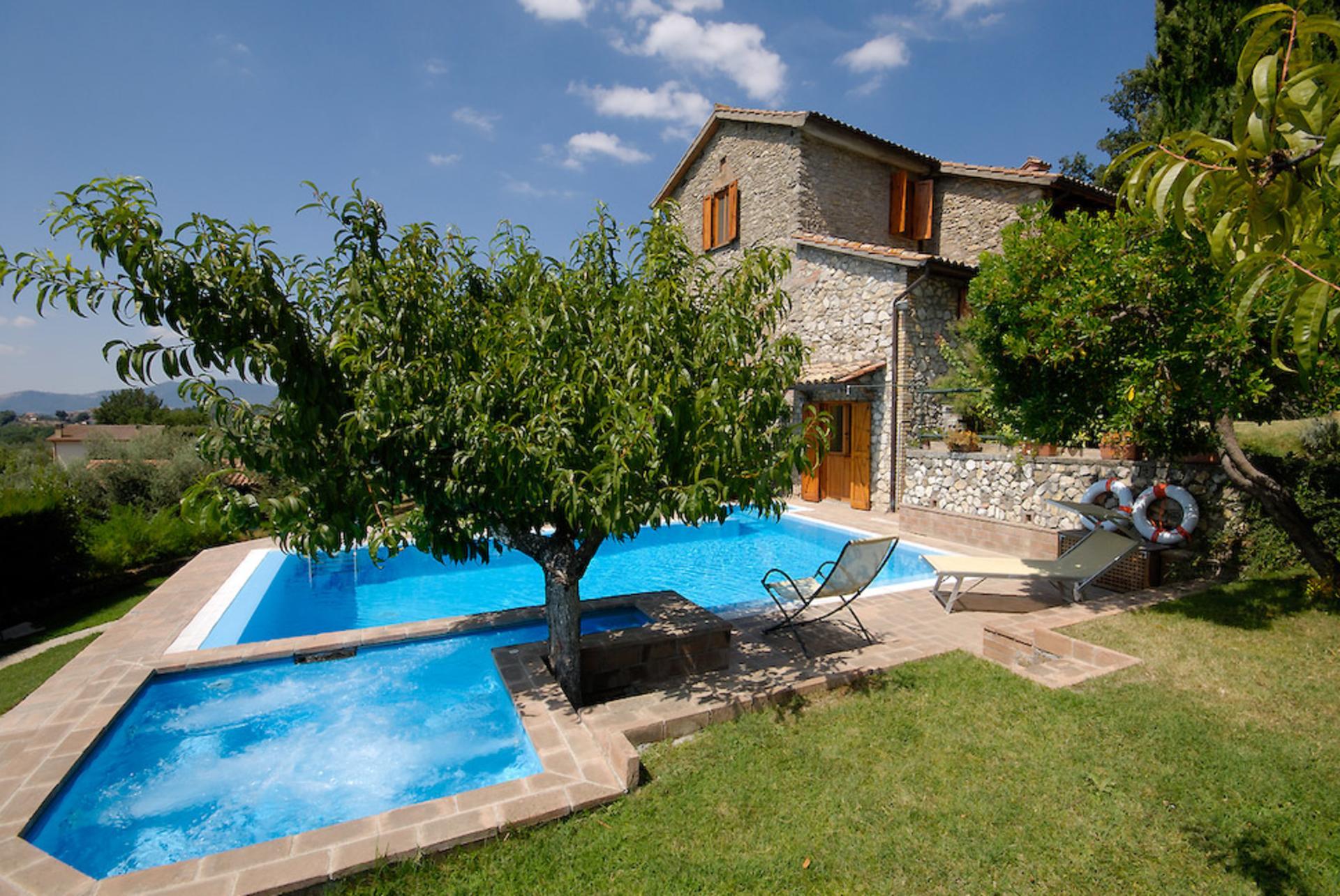 Outdoor pool and jacuzzi, Casa Alessia, Lazio, Selci in Sabina.