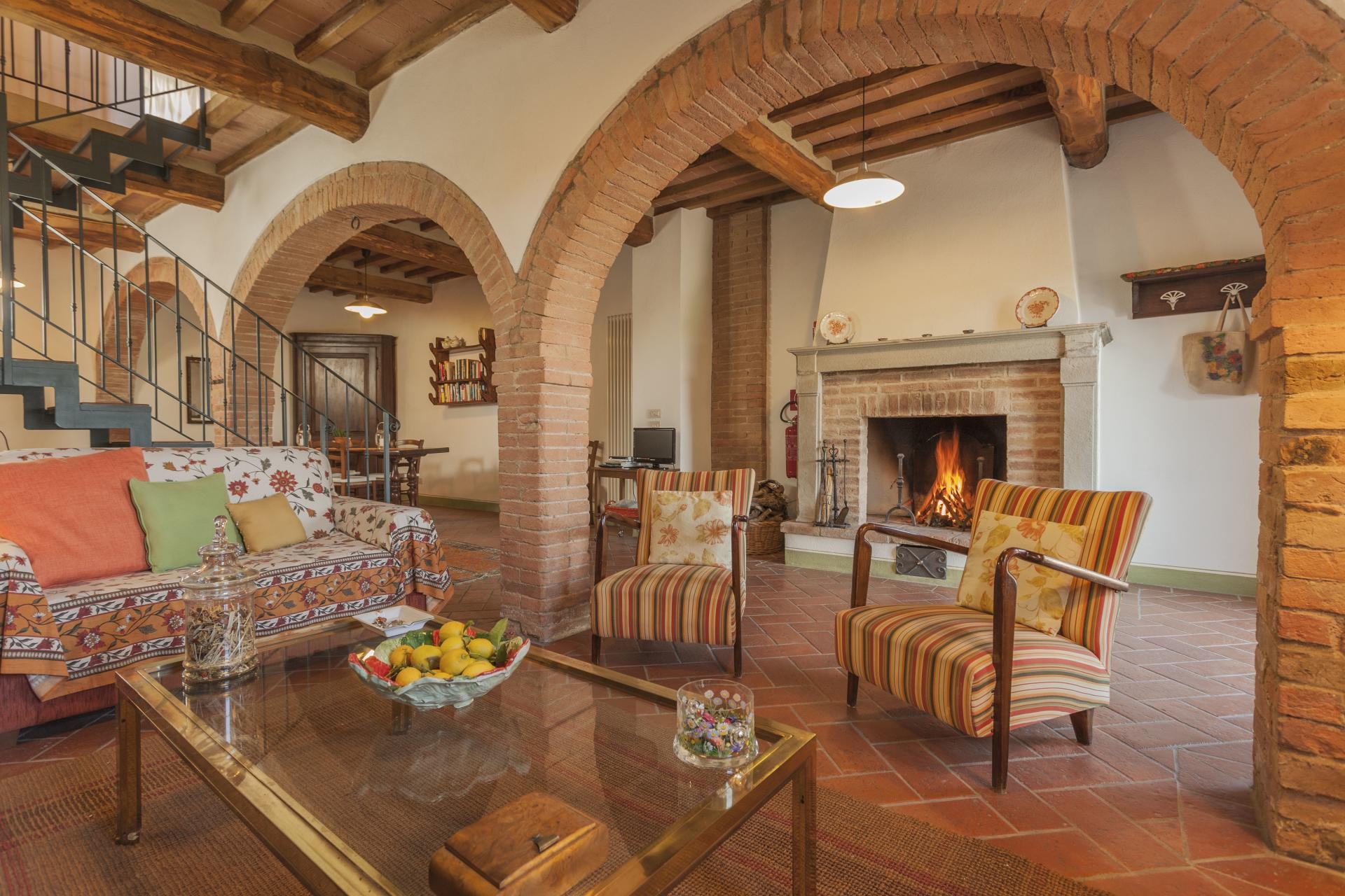 Lounge area with coffee table, Casa Giovanni, Tuscany, San Giovanni d'Asso.