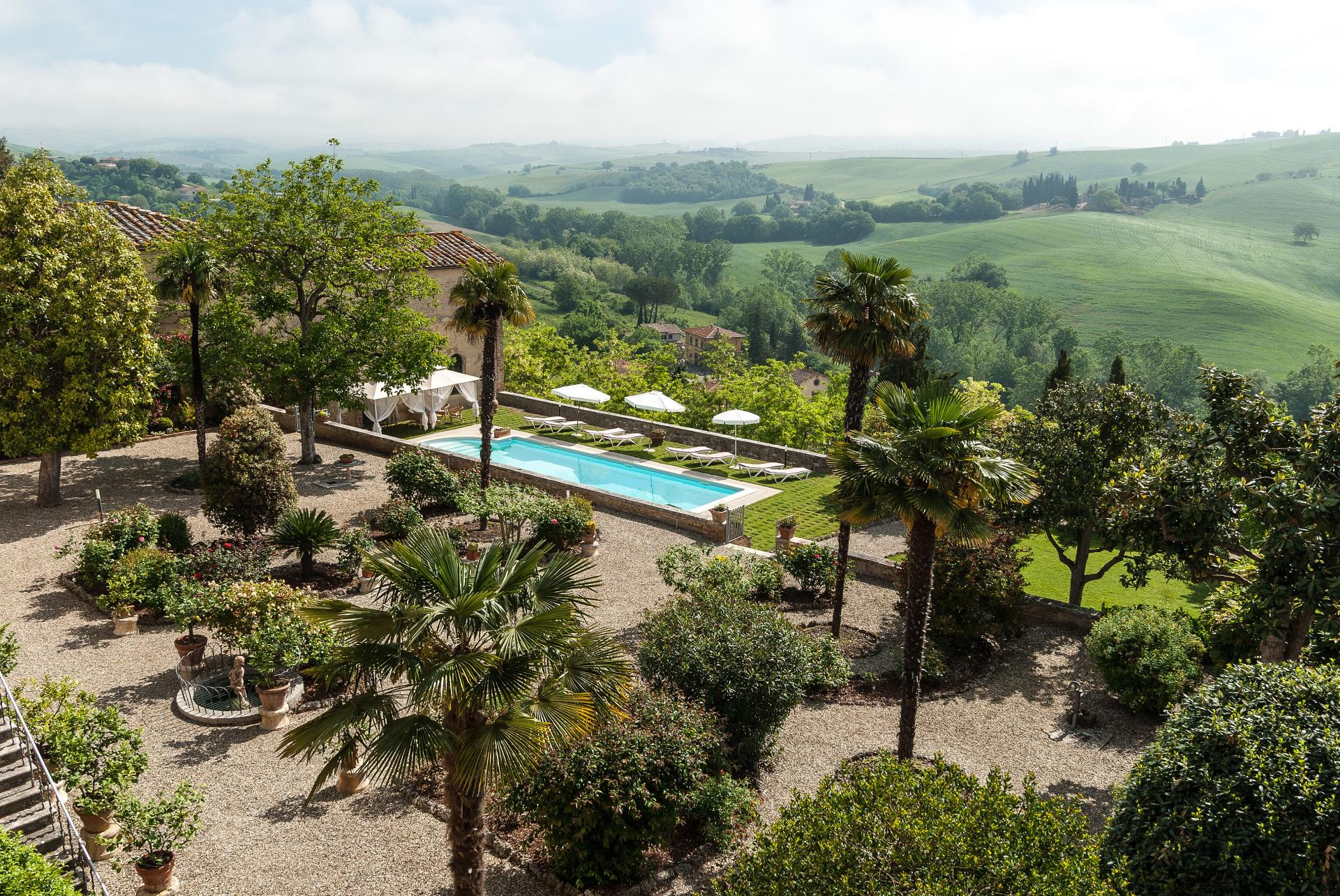 Outdoor pool and garden, Casa Vittorio, Tuscany, San Giovanni d'Asso.