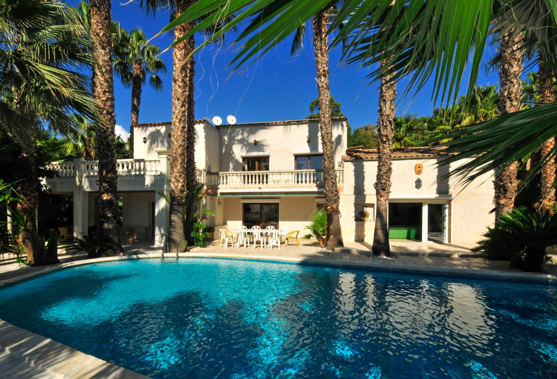 large familly villa near Biot in the French Riviera