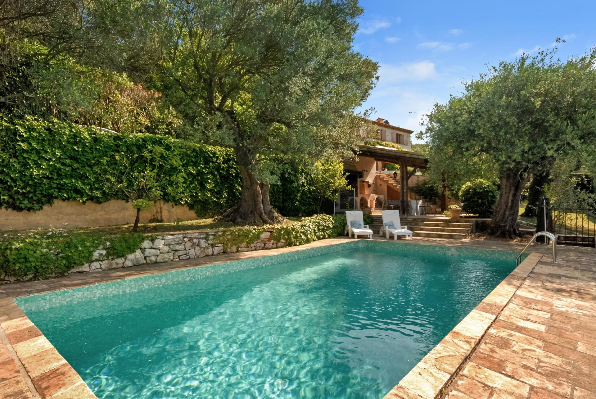 private pool valbonne villa