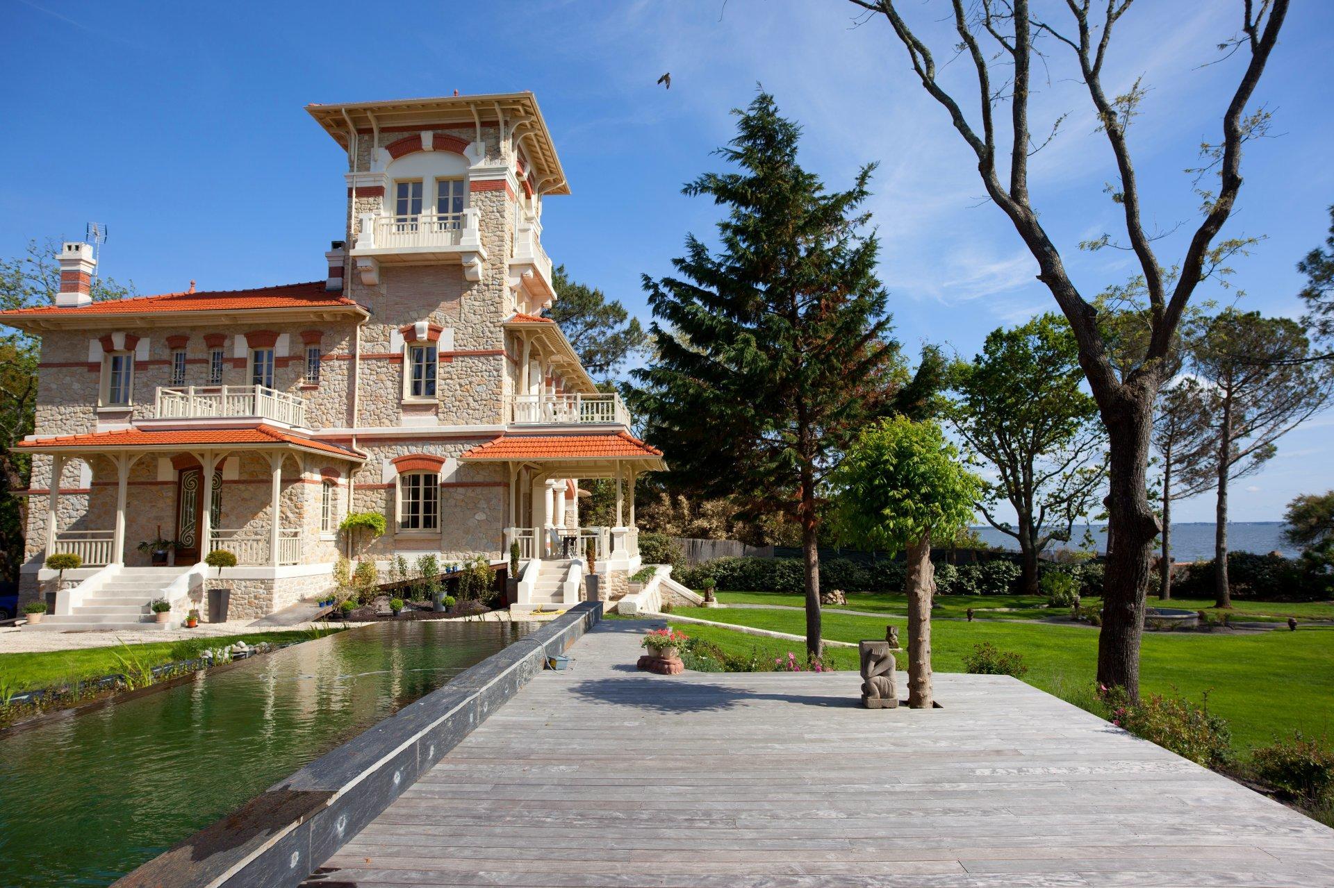 Villa Exterior and Grounds, La Tour d'Arcachon, nr. Cap Ferret, Bordeaux / Gironde.