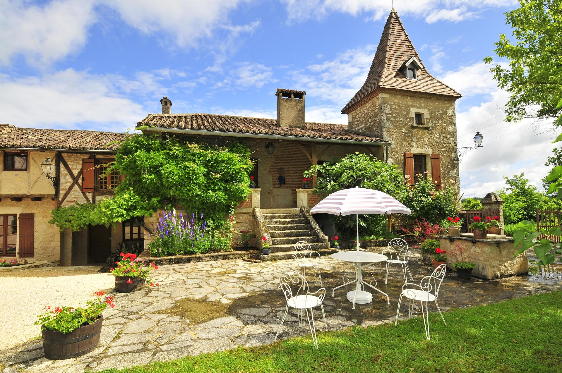 Sleeps 12 - rental house in south west France