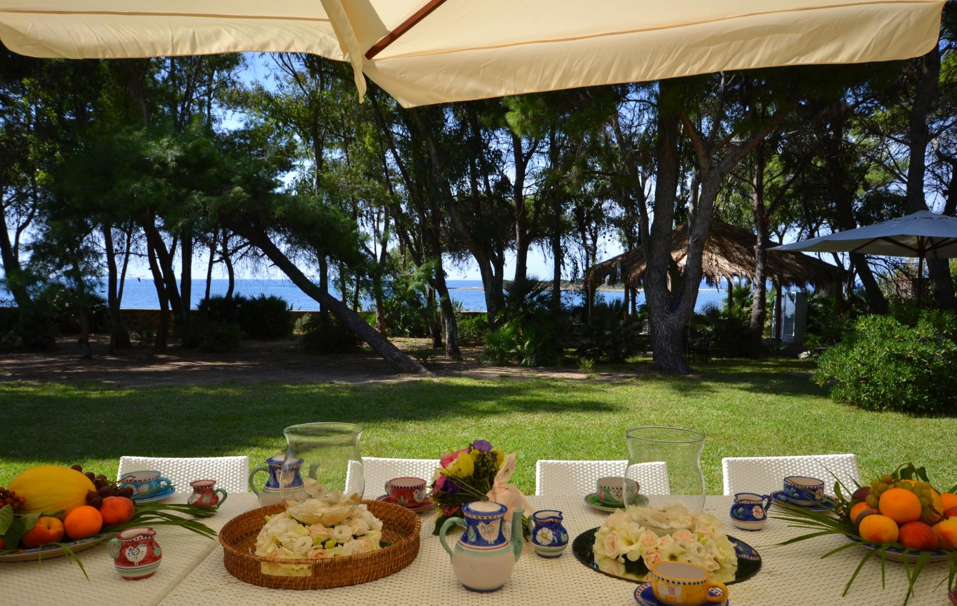 Garden Dining Table, Faro di Ulisse, Castellabate, Amalfi Coast Campania.