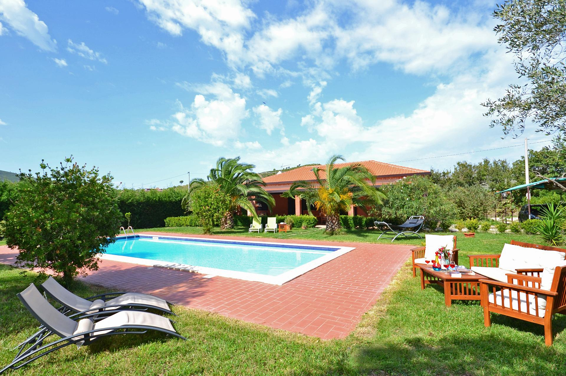 villa with pool CIlento National Park