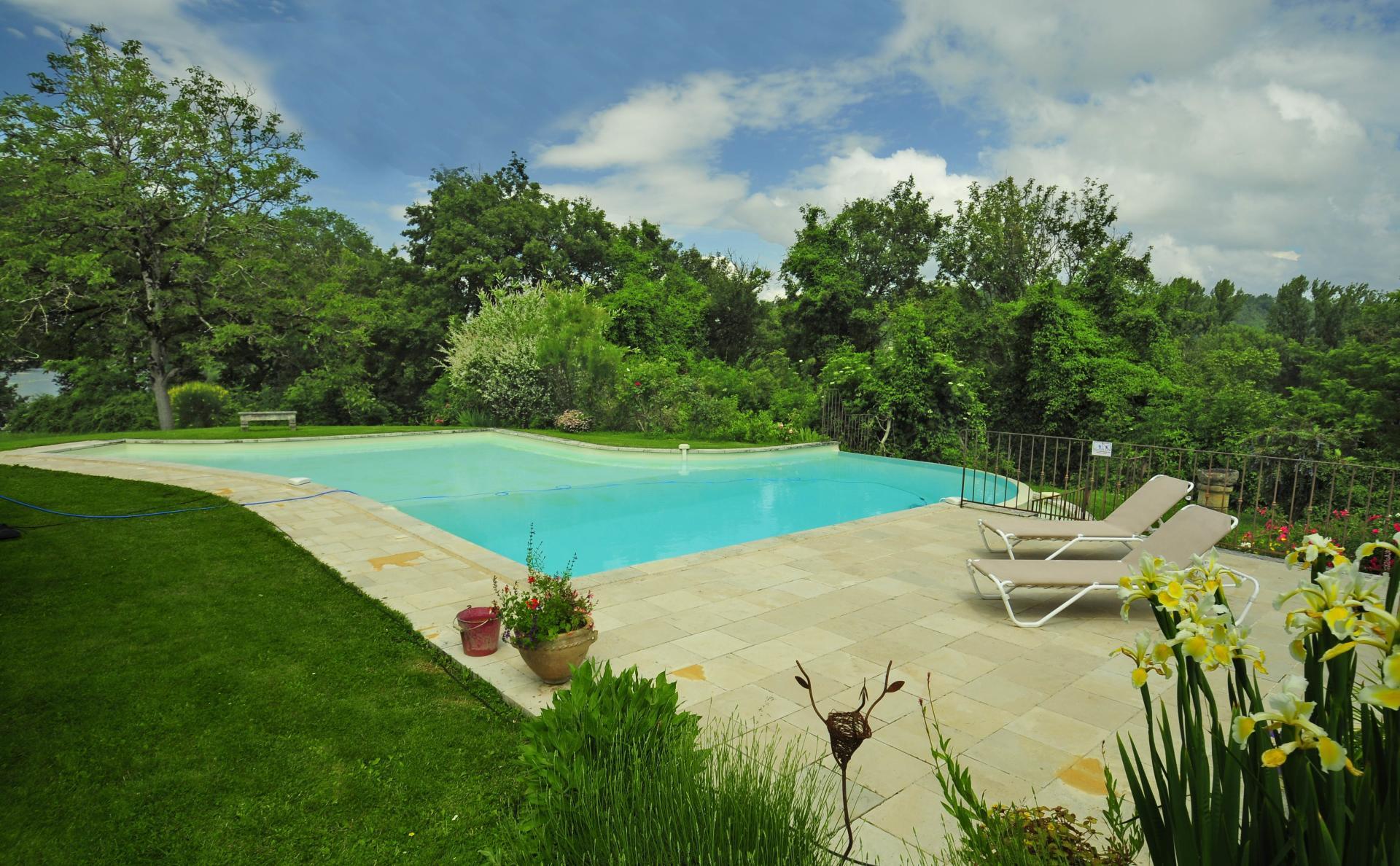 Luxury Dordogne river cottage for rent