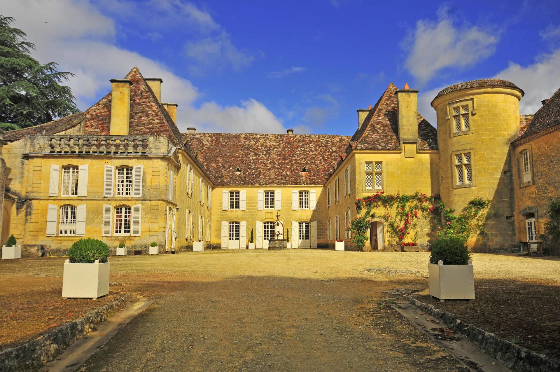 Villa Exterior, Chateau de Cardoux, Dordogne, Lalinde.