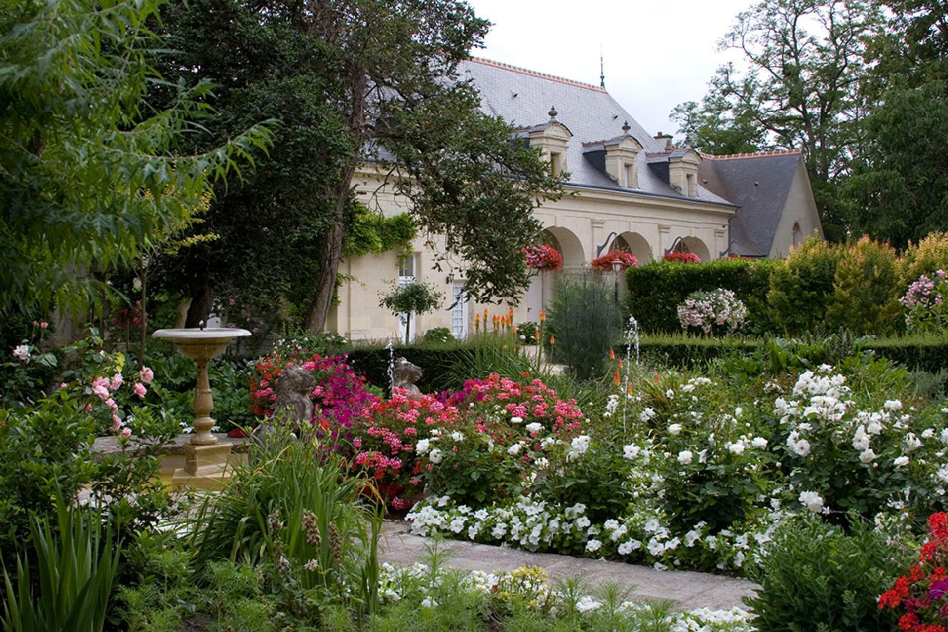 Villa Exterior Garden 2, Chateau de Detilly, Loire, Saumur.
