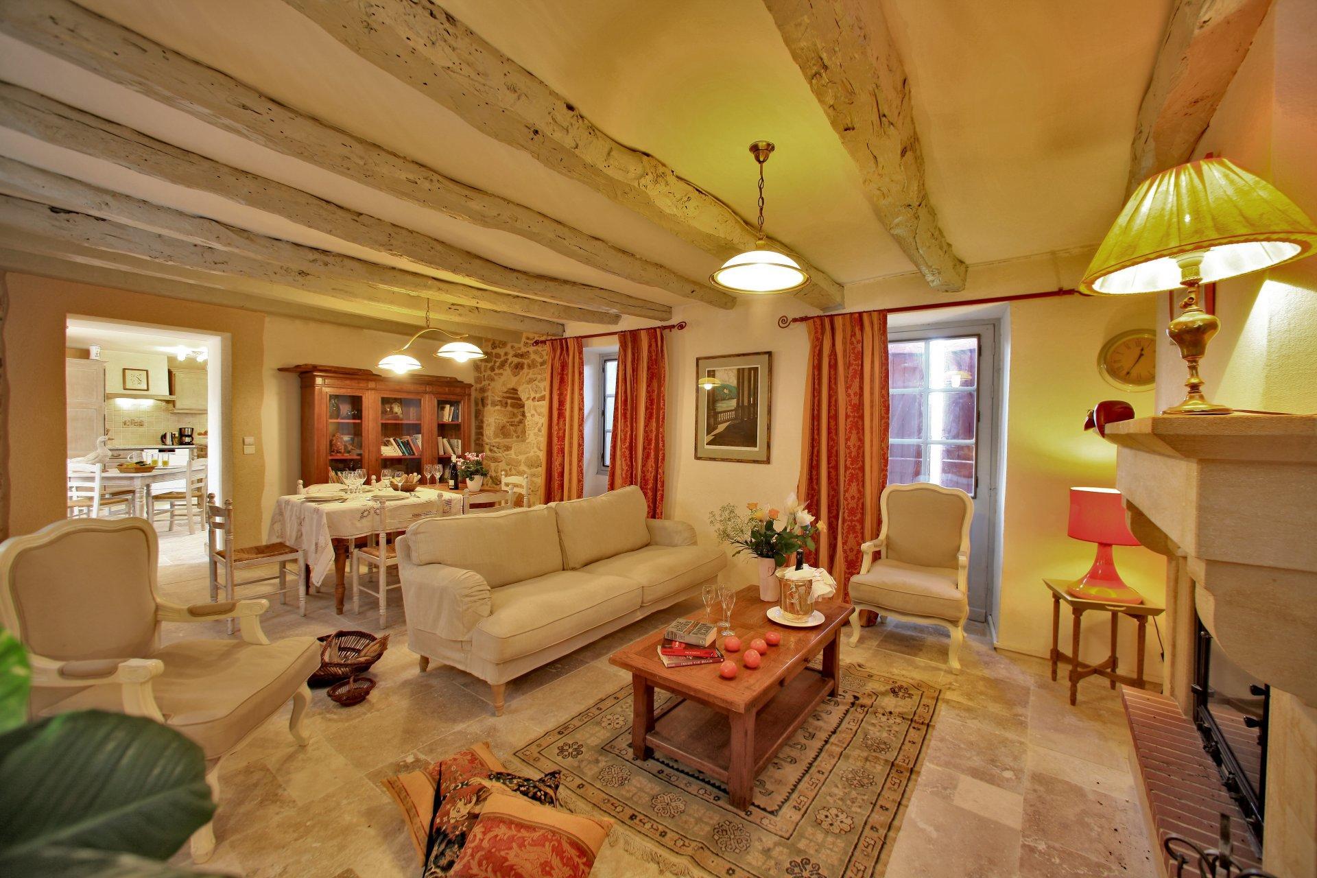 Lounge 1, Belle du Perigold, Dordogne, Nadaillac  De Rouge.