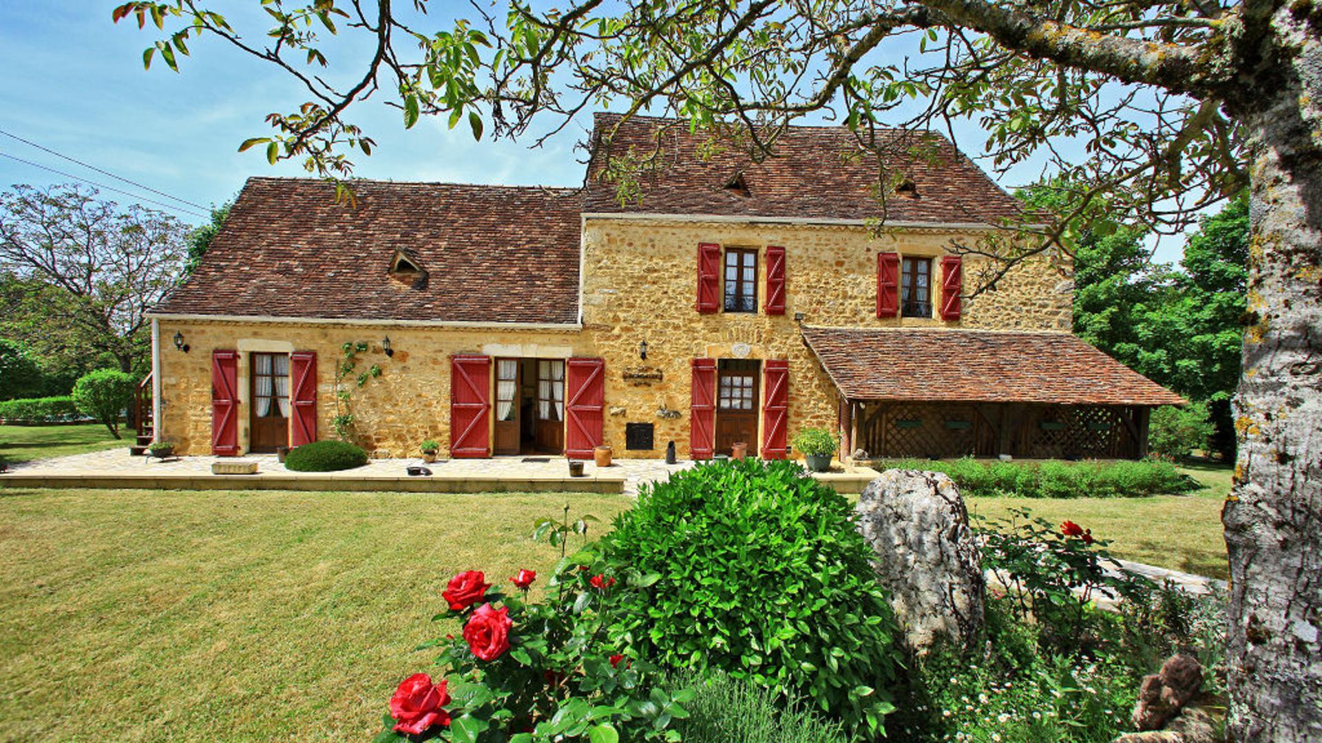 Villa exterior, Belle du Perigold, Dordogne, Nadaillac  De Rouge.