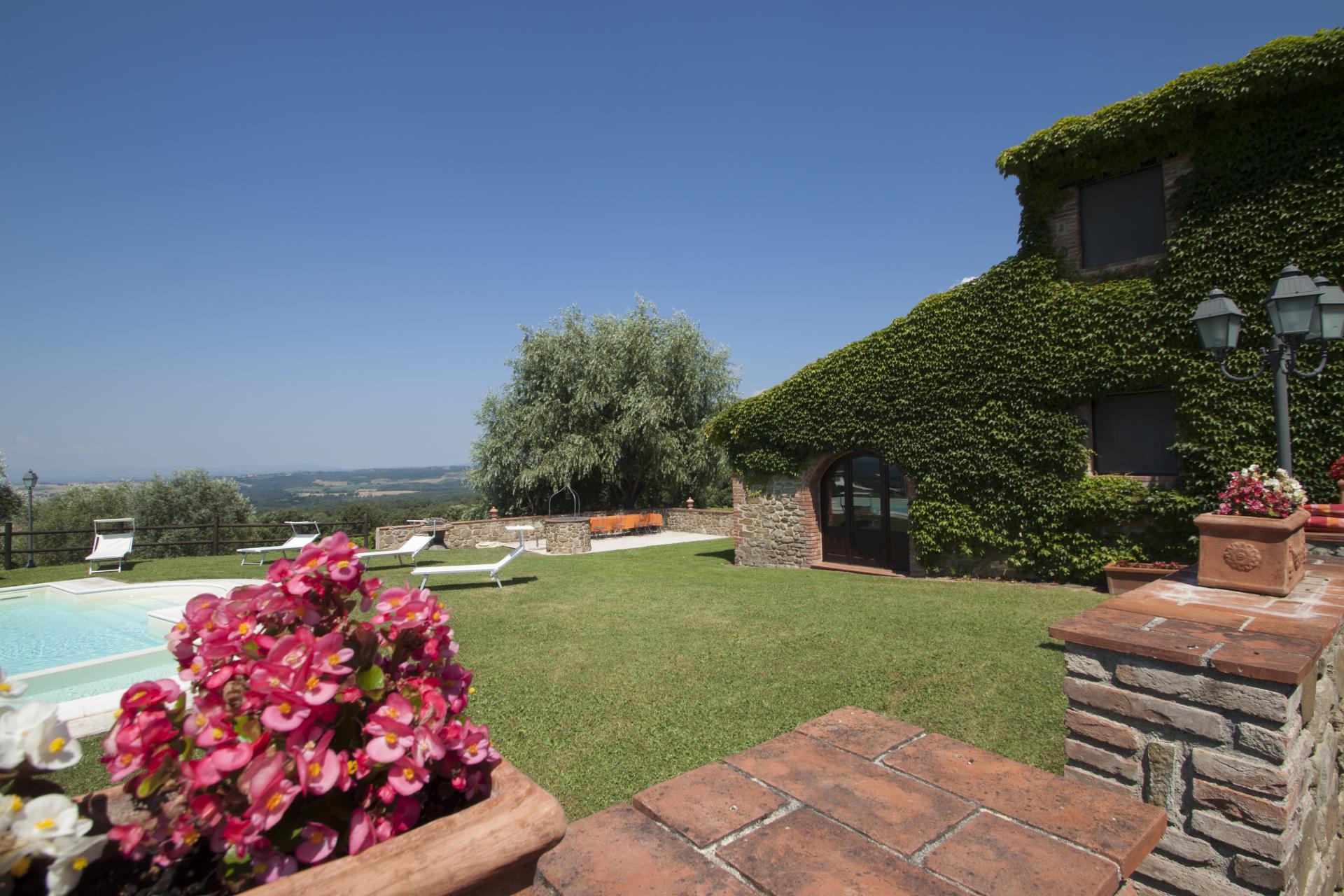 Villa exterior and pool, Casolare Toscano, Tuscany, La Turbie.