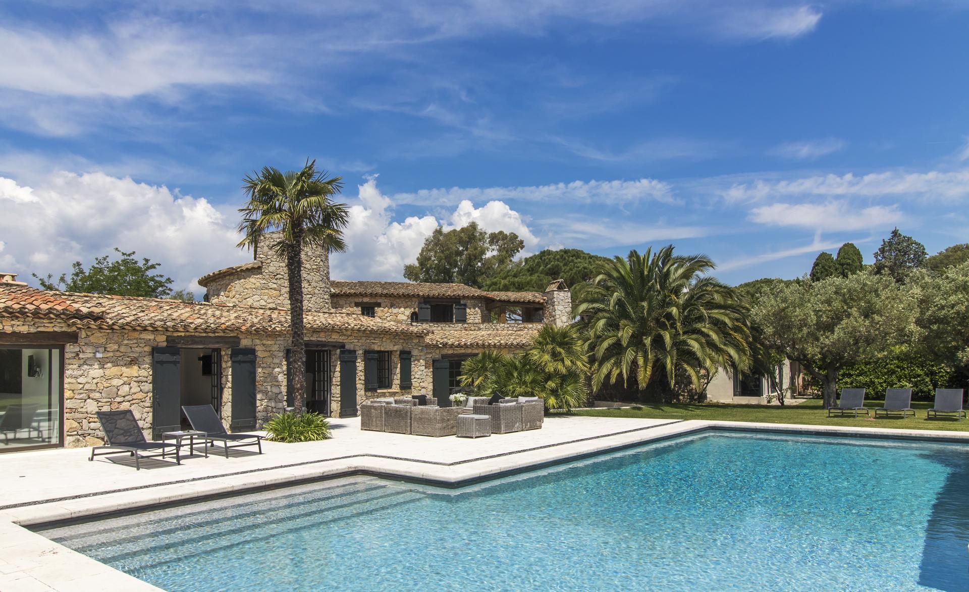 Outdoor pool and villa exterior, Belle de Gassin, St Tropez Var, Gassin.