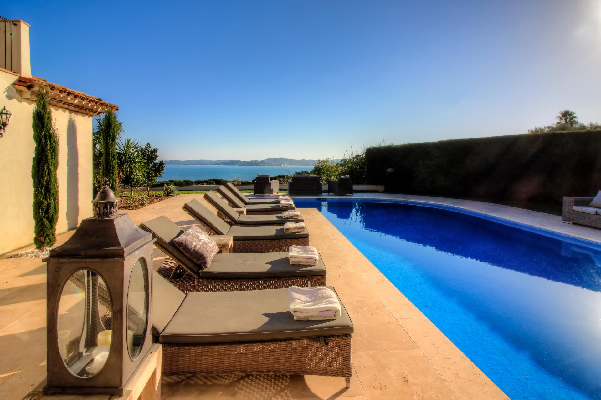Relax by the pool with sea view