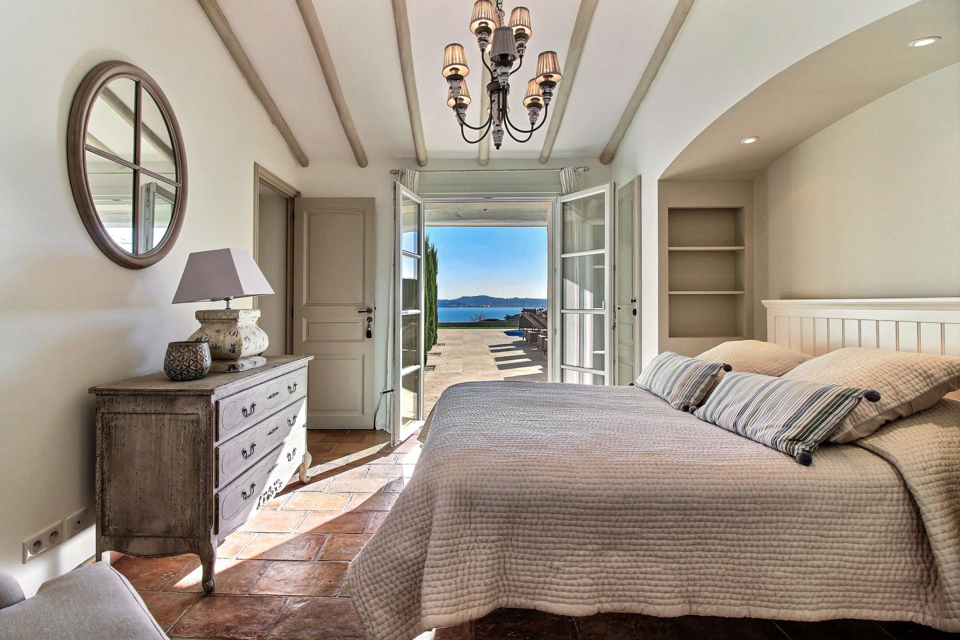 Bedroom 1 with sea view