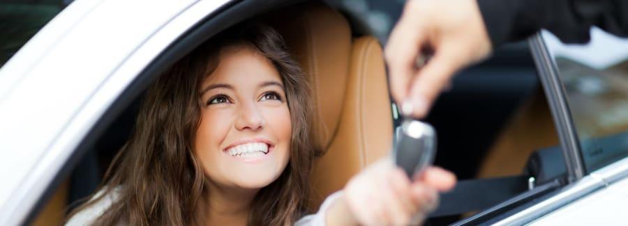 woman_with_car_keys