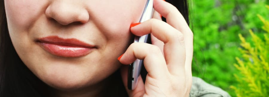 person-woman-smartphone-calling(1)