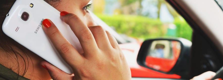 person-woman-smartphone-car-1600x1600