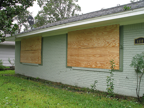 https://res.cloudinary.com/quotellc/image/upload/insurance-site-images/usinsuranceagents-live/2019/09/boarded-up-windows.jpg