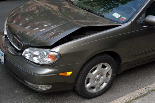 https://res.cloudinary.com/quotellc/image/upload/insurance-site-images/usinsuranceagents-live/2019/09/damaged-car-500x333.jpg