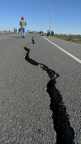 https://res.cloudinary.com/quotellc/image/upload/insurance-site-images/usinsuranceagents-live/2019/09/earthquake-damage.jpg