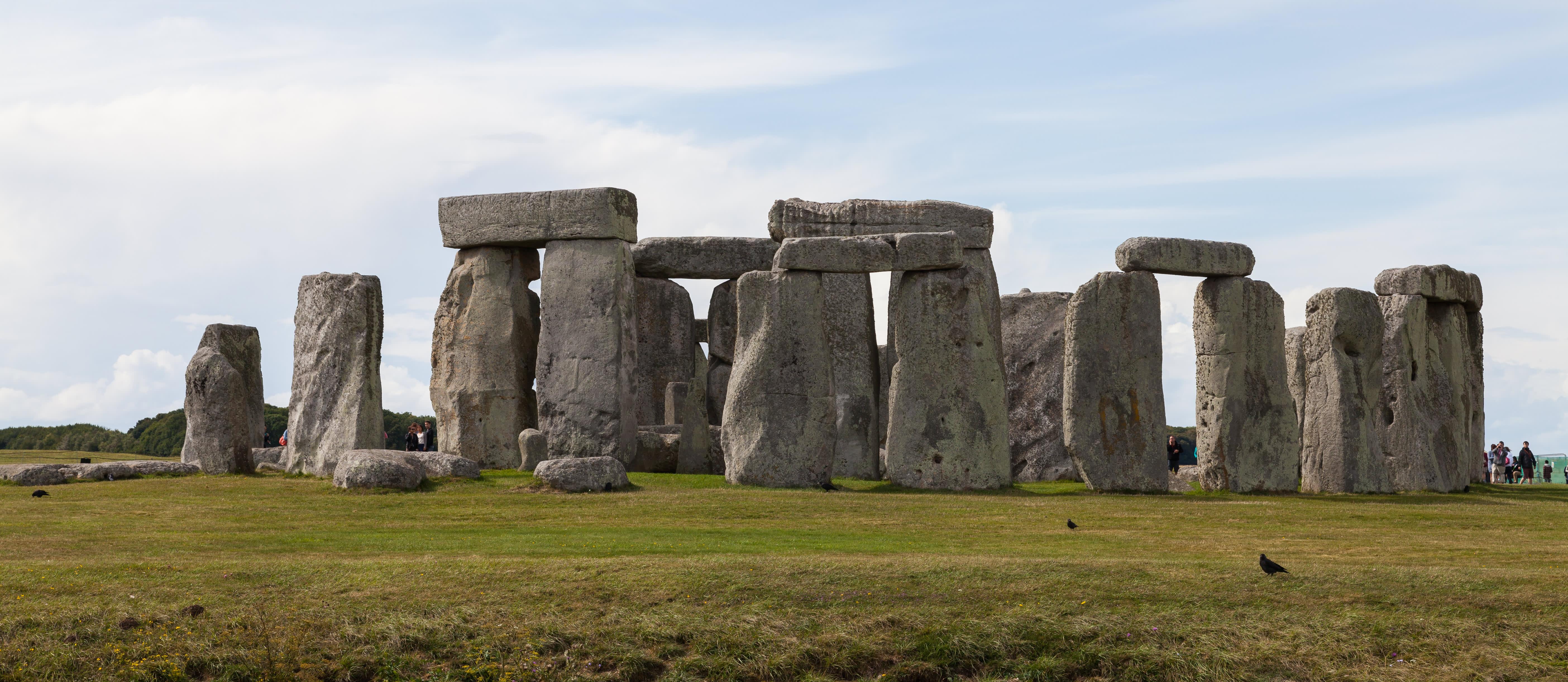 Stonehenge%2C_Condado_de_Wiltshire%2C_Inglaterra%2C_2014-08-12%2C_DD_12