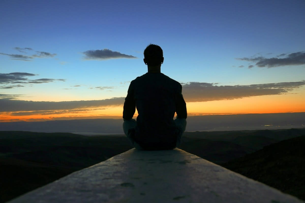 meditation_view_sunrise_sky_peace_happy_yoga_lifestyle-1394621