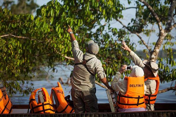 Skiff Excursion Wildlife Searching