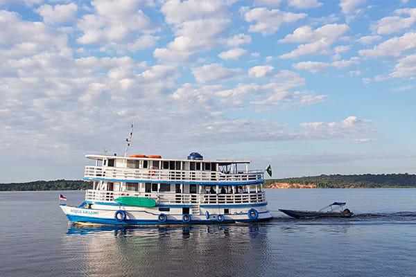 Acqua boat navigating brazil