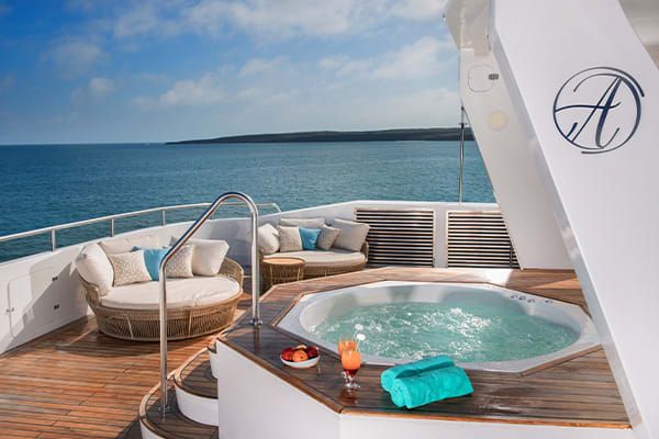 jacuzzi of the Alya Galapagos boat