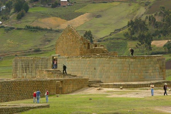 Hiking around Ingapirca Ruins Cuenca