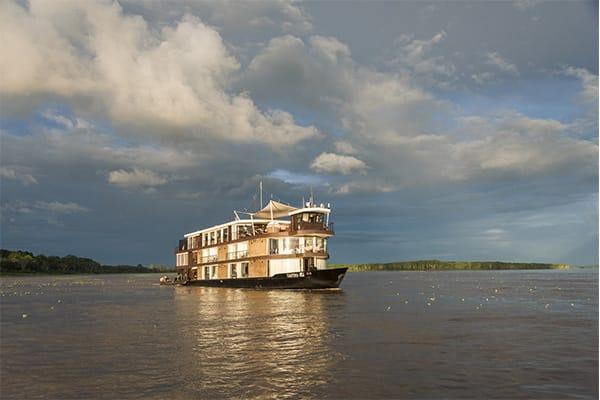 Zafiro Navigating in the Amazon