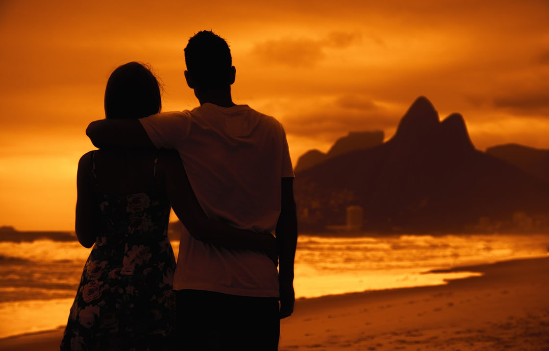 Love,Couple,In,Arms,On,Beach,At,Sunset,At,Rio