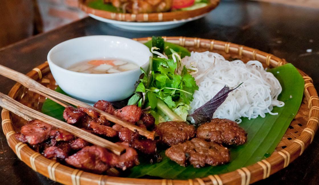 bun cha vietnamese street food