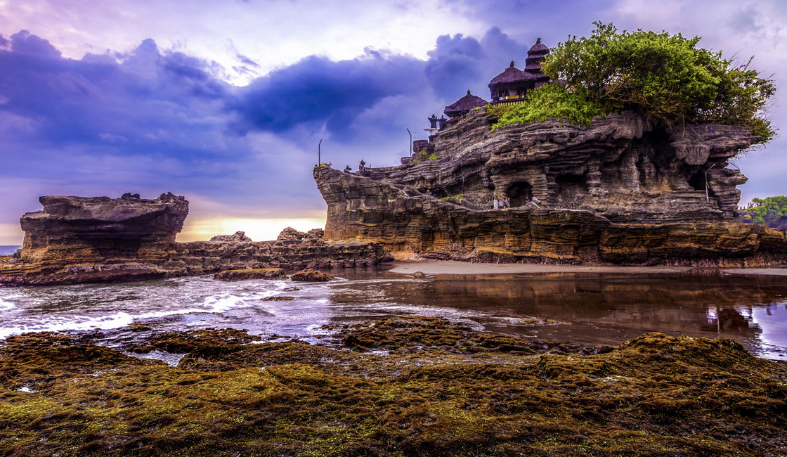 pura tanah lot in indonesia