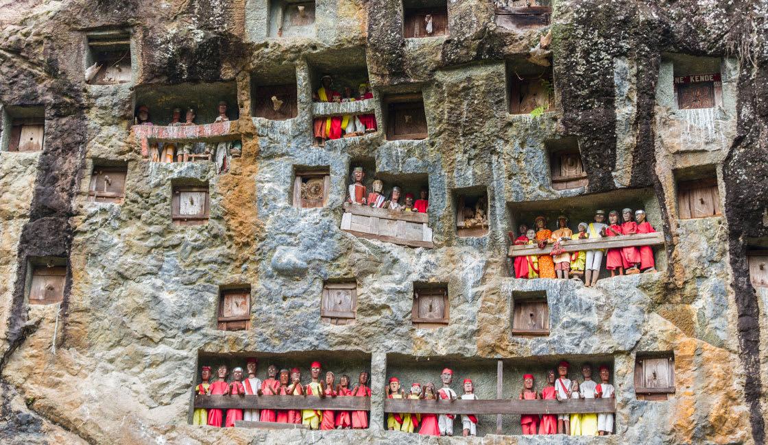 wooden statues in tana toraja