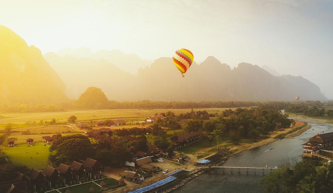 air balloon in vang vieng laos