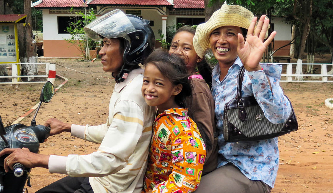 family waiving at the camara in siem reap