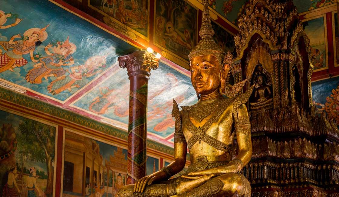 Buddha ststue inside the Wat Phnom