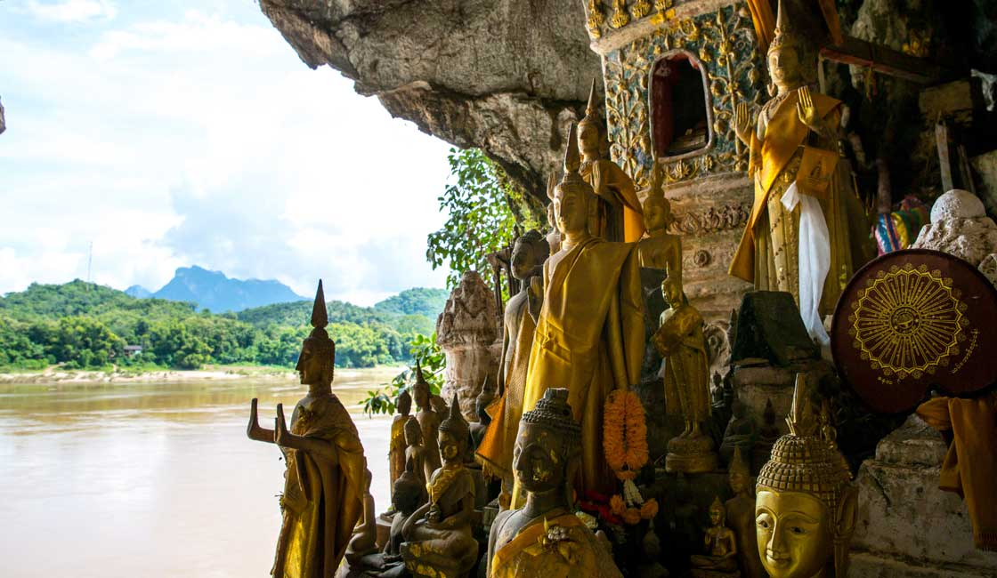 Cave filled with the Buddha ststues