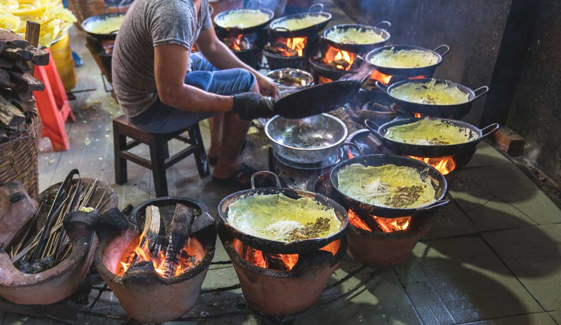 Many Ban Xeo frying pans in the street restaurant