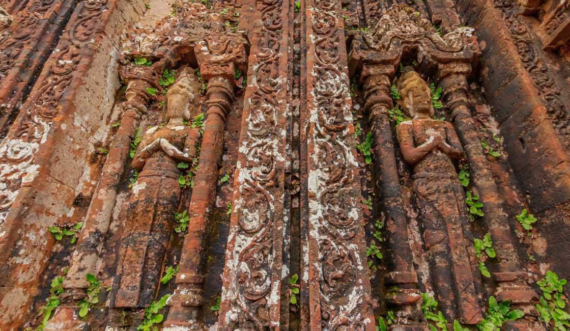 Brick deep reliefs with deities