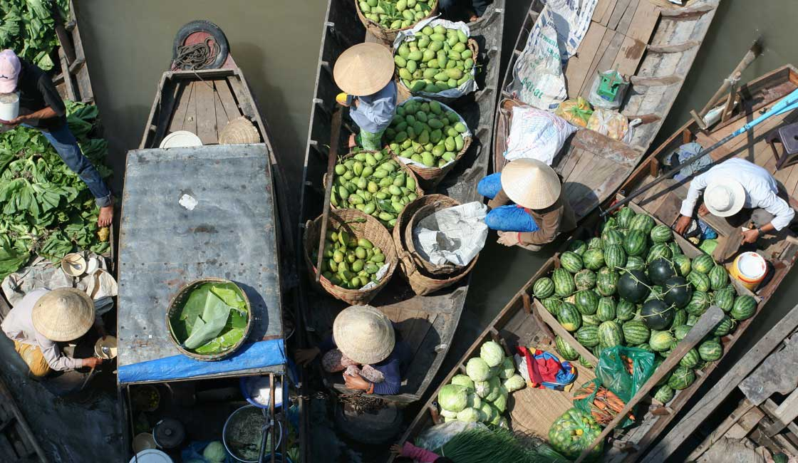Boats of vendors seen from abve
