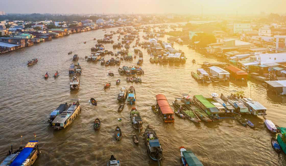 Cai Rang crowded market